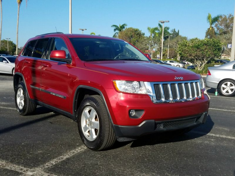 Red2011 Jeep Grand Cherokee Laredo