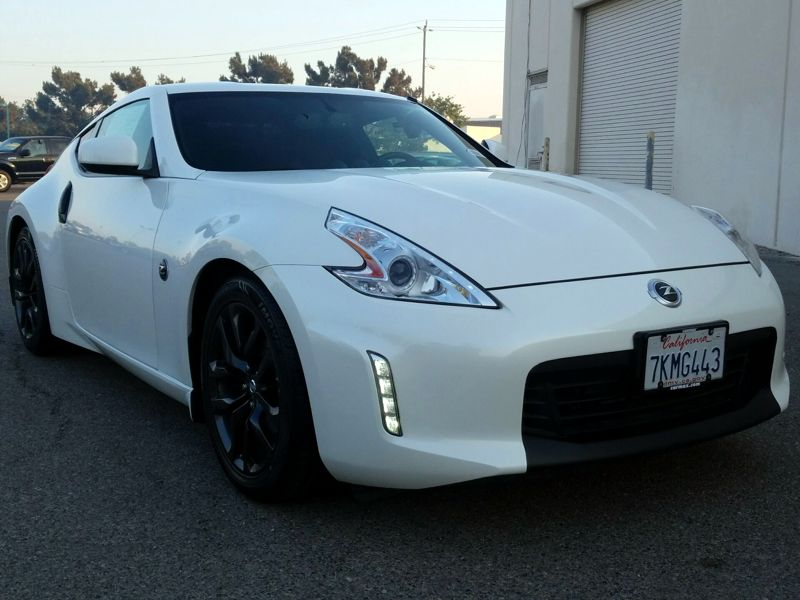 White2015 Nissan 370Z Touring