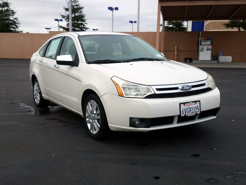 White2010 Ford Focus SEL
