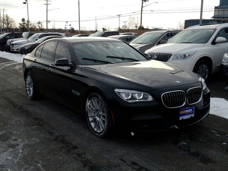 Black2015 BMW 750 XI