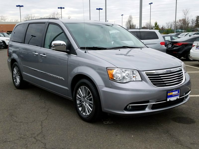 Gray 2014 Chrysler Town and Country Touring L For Sale in Gaithersburg, MD