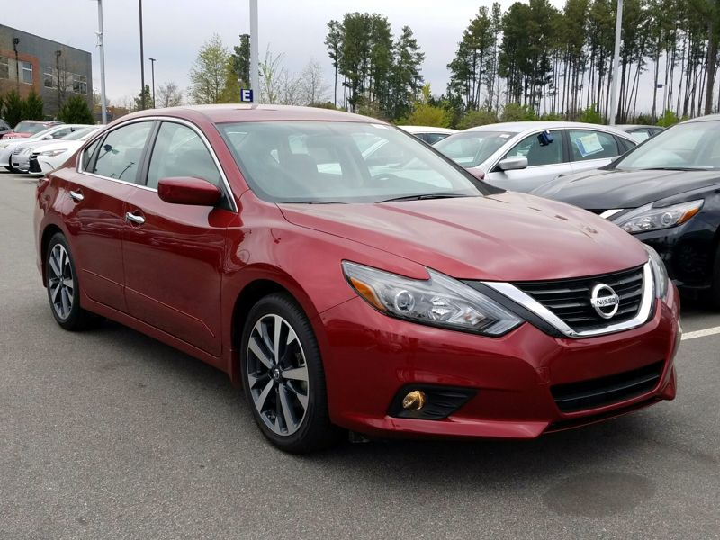 Red2017 Nissan Altima SR