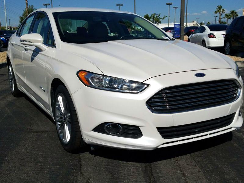 White2013 Ford Fusion Hybrid SE