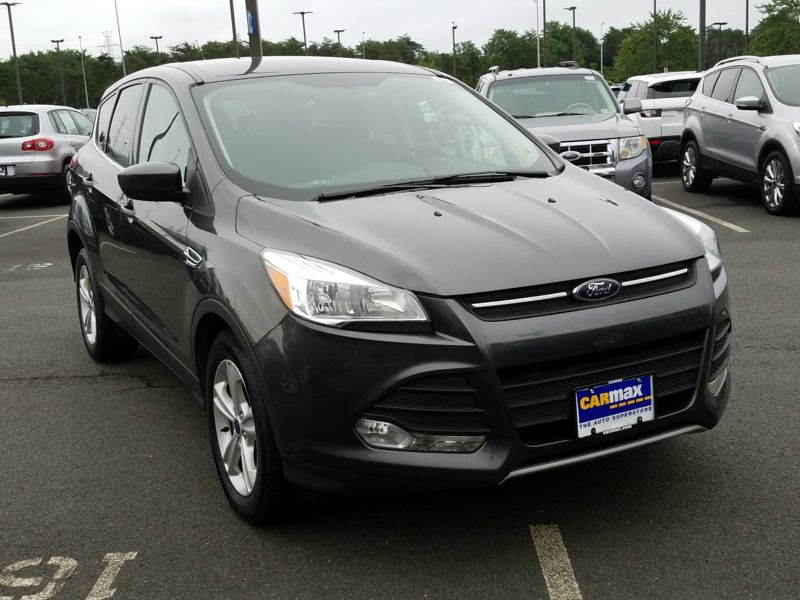 Gray 2015 Ford Escape SE For Sale in Dulles, VA