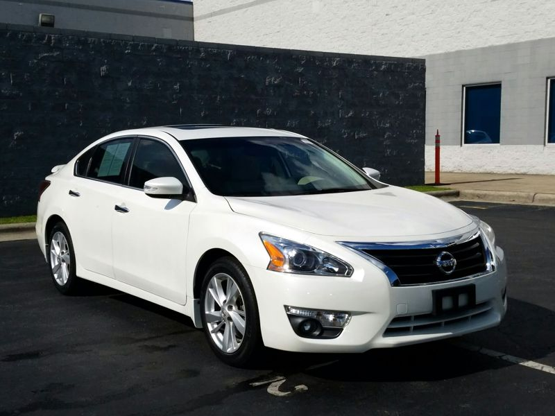 White 2015 Nissan Altima SV For Sale in Fayetteville, NC