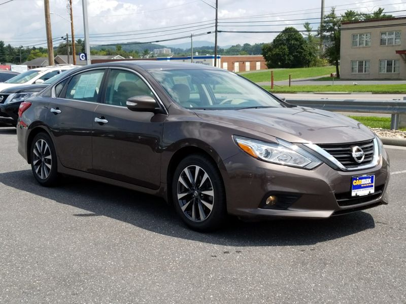 Brown 2016 Nissan Altima SV For Sale in Harrisonburg, VA