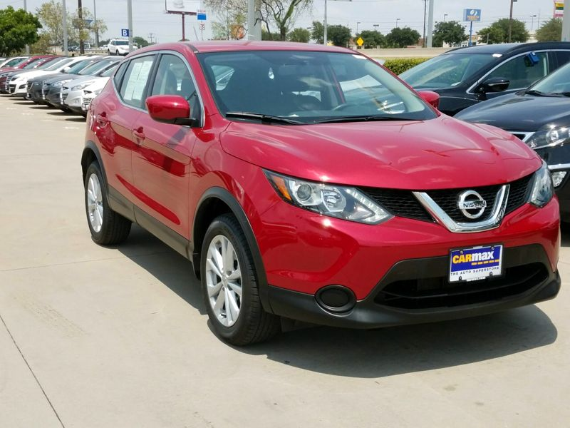 Red 2017 Nissan Rogue Sport S For Sale in San Antonio, TX