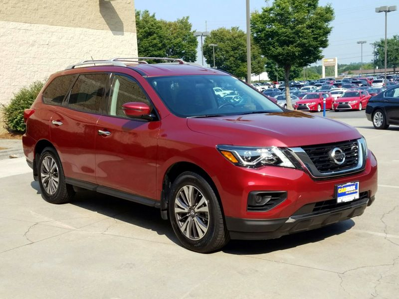 Red 2017 Nissan Pathfinder S For Sale in Town Center, GA