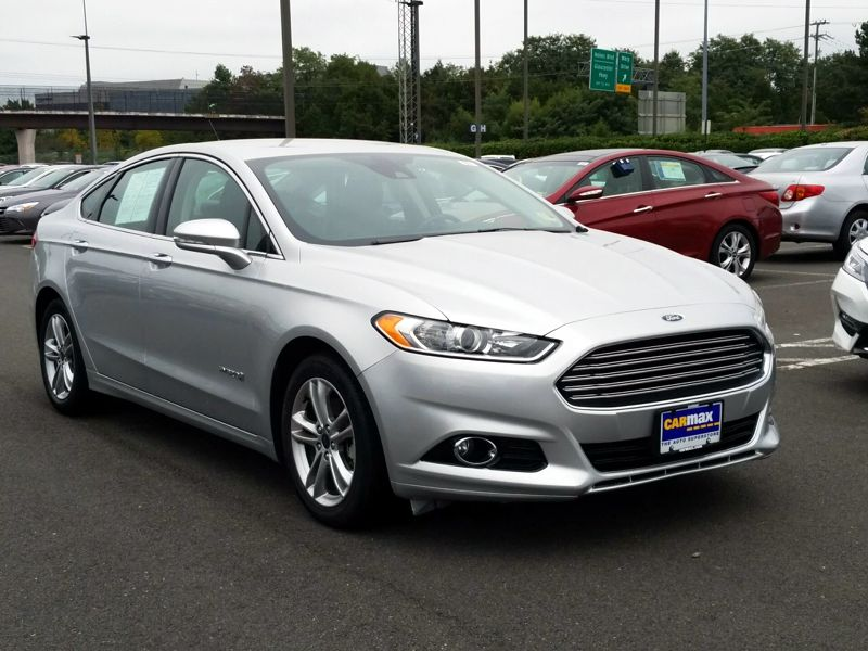 Silver 2016 Ford Fusion Hybrid Titanium For Sale in Dulles, VA