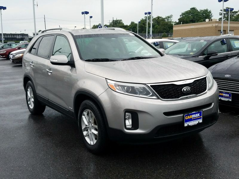 Silver 2015 Kia Sorento LX For Sale in Gaithersburg, MD